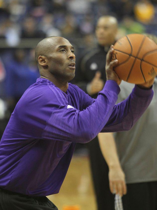 Kobe Bryant, em, 2015, antes de um jogo entre o Washington Wizards e o Los Angeles Lakers durante sua...