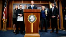 Δημοκράτες Επαναλάβετε Απαιτήσεις Για Δίκη Δίκη Μάρτυρες Μετά Την Μπόλτον Βόμβα