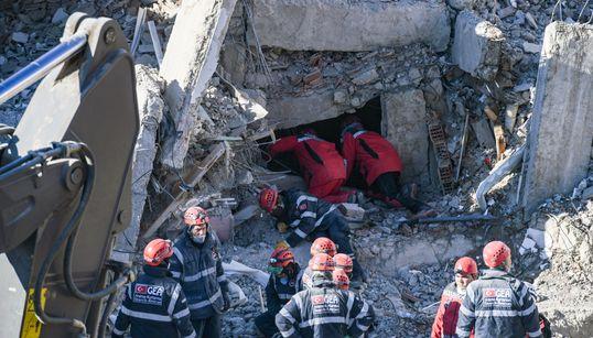 Στους 41 οι νεκροί από τον μεγάλο σεισμό στην
