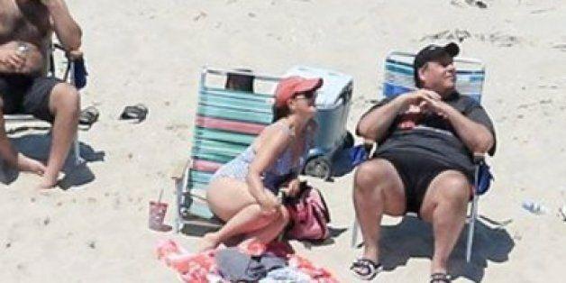 대중에 폐쇄한 텅 빈 해변에서t 휴가를 즐기다 들통 난 주지사 크리스티가 포토샵의 인기 소재로