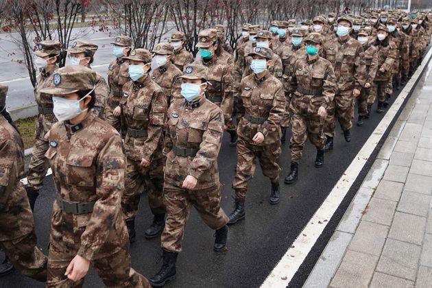 Ομάδα στρατιωτικών γιατρών...