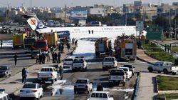 Un avión iraní se sale de la pista y aterriza en una