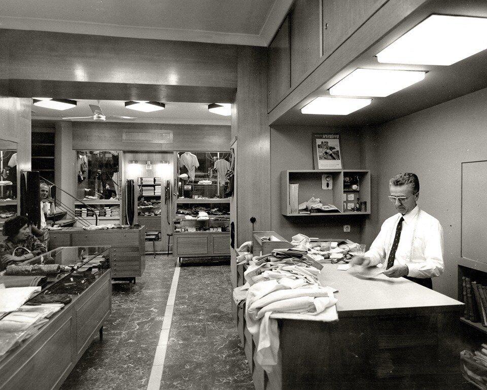 Ο Χριστάκης στο ομώνυμο κατάστημα (1965)