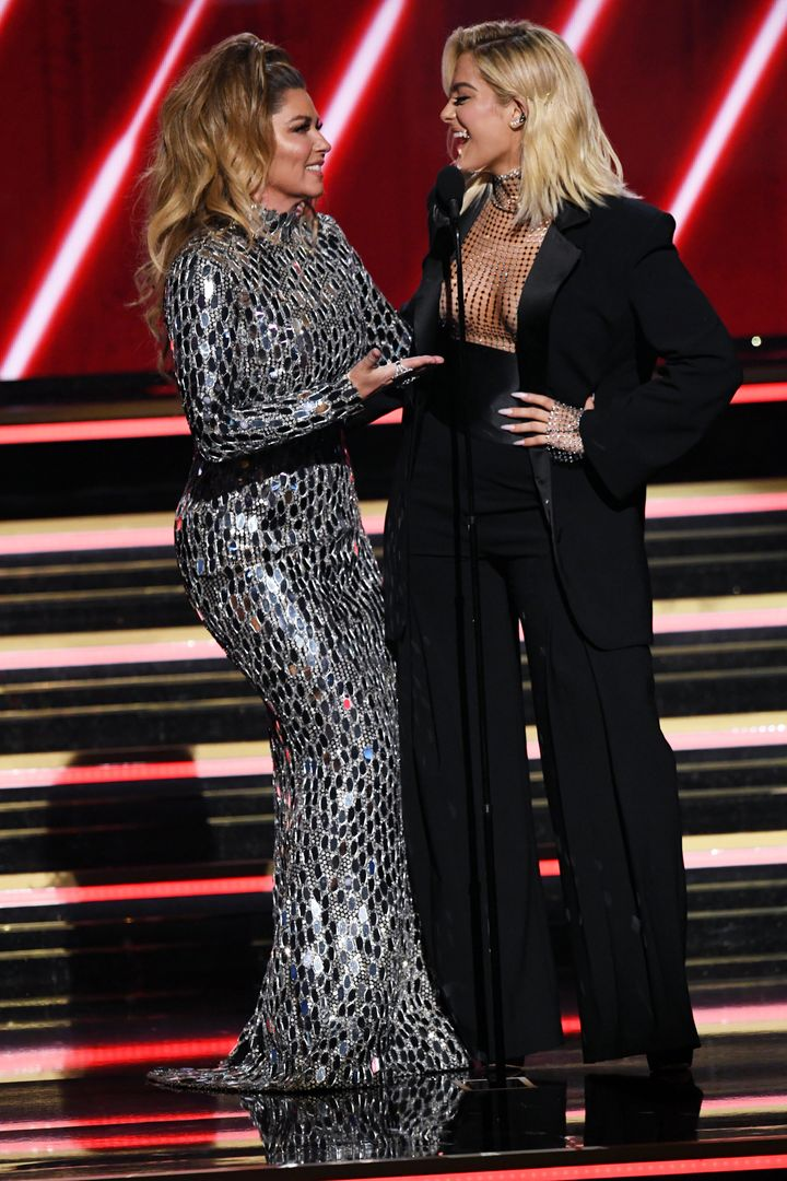 Shania Twain and Bebe Rexha presenting the Country Duo or Group Performance award at the 2020 Grammy Awards.