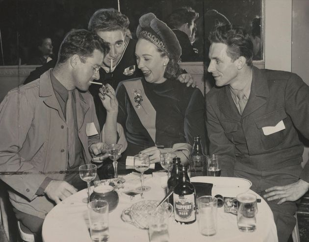 Lady Iris Mountbatten, centre, at a party for servicemen hosted by the Hotel Delmonico in New York, on...