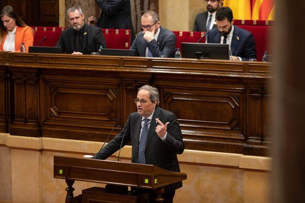 El 'president', Quim Torra, interviene en el pleno de este lunes con Roger Torrent (ERC) presidiendo...