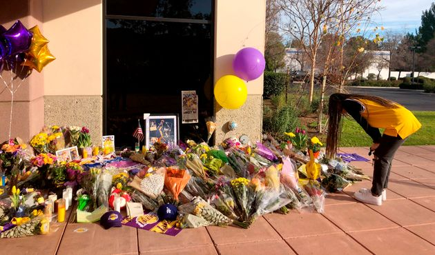 Un mémorial devant les locaux où s'entraînaient les jeunes basketteusesGianna...