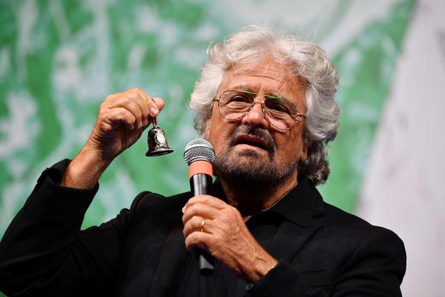 """Grillo annulla il tour: """"Soffro di apnee notturne, dovr"""