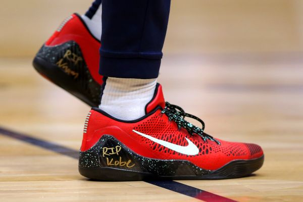 Lonzo Ball of the New Orleans Pelicans wears sneakers dedicated to Kobe Bryant during a game against the Boston Celtics on Ja