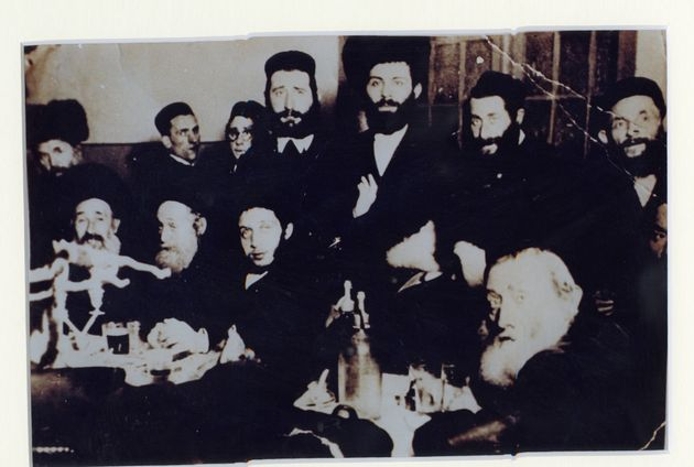 The only surviving photo of Pinchas Gutter's many extended family members at a cousin's wedding in 1938....