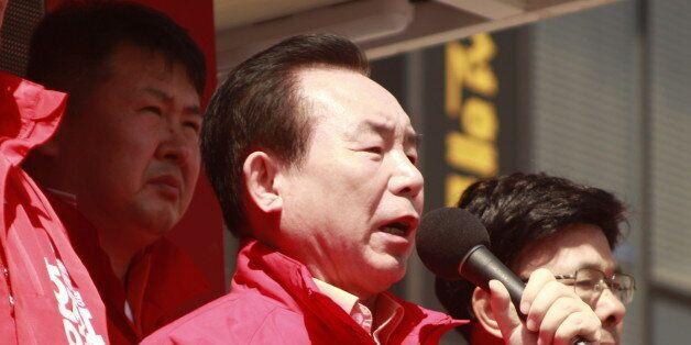 이인제 자유한국당 중앙선대위원장이 7일 대전 서구 관저동 마치광장에서 홍준표 후보의 지지를 호소하고
