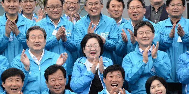 김무성 고문, 유승민 의원을 비롯한 바른정당 당협위원장들이 15일 강원도 국회고성연수원에서 열린 바른정당 원내·외 당협위원장 연석회의에 앞서 기념촬영을 하고
