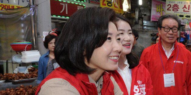 나경원 자유한국당 중앙공동선대위원장이 4일 오후 광주 북구 말바우시장을 방문, 시민들과 인사나누며 홍준표 대선 후보 지지를 호소하고