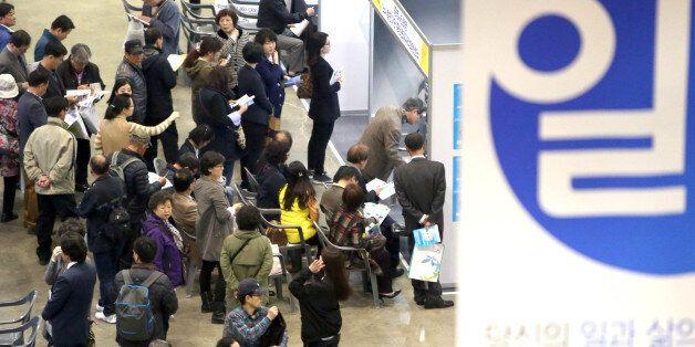 한국경제의 '허리'인 40대 가구의 소득이 최초로