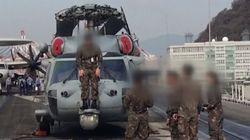 이 육군 대령은 10억원짜리 미군 장비 위에 올라가 기념사진을