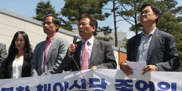 민변이 5월 16일 경기 시흥 북한이탈주민보호센터에서 기자회견을 열고 4월 7일 집단입국한 북한 종업원들에 대한 접견 허용을
