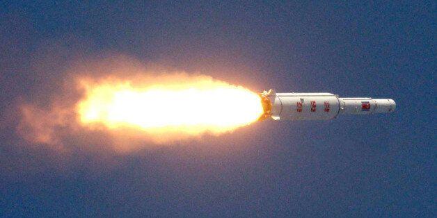 [업데이트] 북한, 장거리 미사일 발사했다(사진,