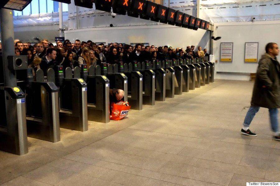 런던브릿지 기차역 최악의 퇴근 시간