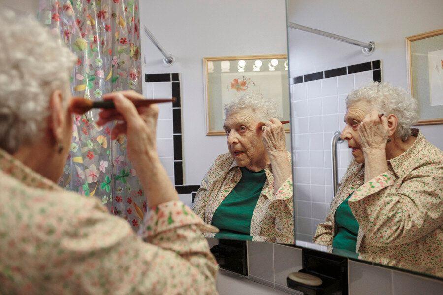 뉴욕에서 혼자 사는 할머니의 하루를 사진으로