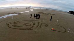 로봇이 해변에 그림을