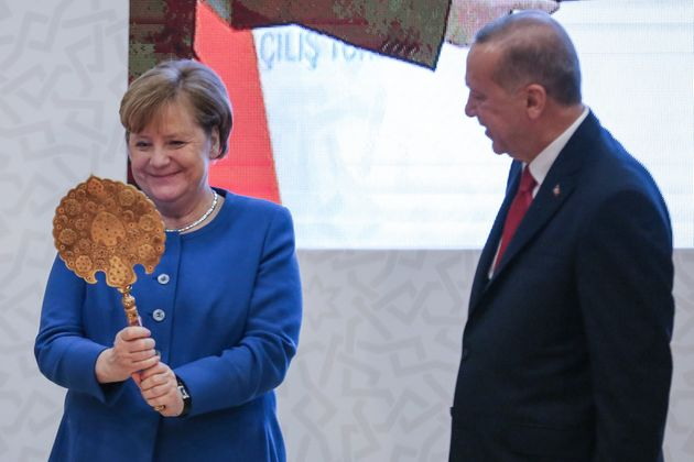Τα κρυφά μηνύματα πίσω από τα δώρα που έδωσε ο Ερντογάν στη