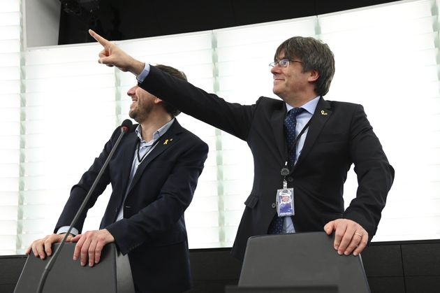 Carles Puigdemont y Antoni Comin, en el Parlamento