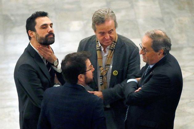 El presidente de la Generalitat Quim Torra junto a Pere Aragonés, Roger Torrent y el presidente...
