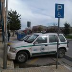 Αχαρνές: Ο δήμος μοιράζει κλήσεις ενώ τα αυτοκίνητά του στάθμευαν σε θέσεις