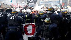 Pompieri manifestano in piazza a Parigi: scontri con la