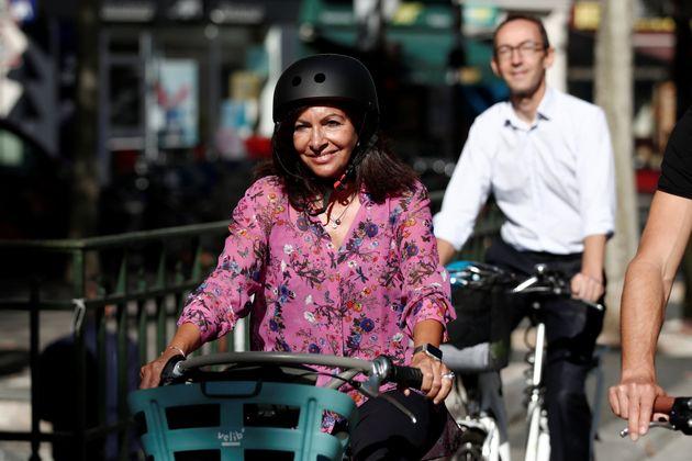 Anne Hidalgo sur un Vélib' à Paris le 4 septembre