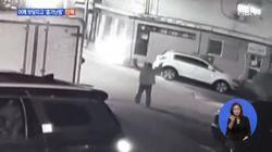 길 가던 연인을 흉기로 살해한 50대 남성이 CCTV에