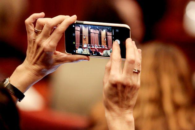 Κέρδη ρεκόρ για την Apple, αλλά και ανησυχία για τον κινεζικό