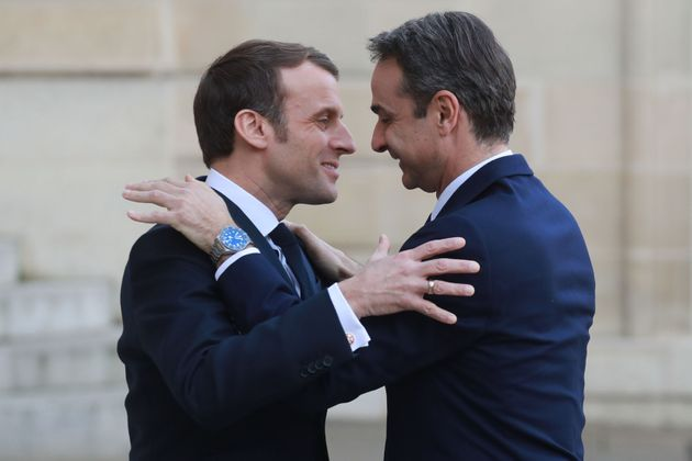 French president Emmanuel Macron (L) welcomes Greek Prime minister Kyriakos Mitsotakis before their meeting...