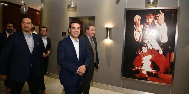 «Greece is back («η Ελλάδα επέστρεψε»)...Σήμερα στεκόμαστε ξανά δυνατοί», λέει ο Τσίπρας από το