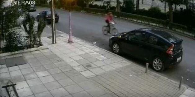 Οδηγός παρέσυρε και εγκατέλειψε κορίτσι στη Θεσσαλονίκη- η μητέρα ανέβασε στο Ίντερνετ το βίντεo για...