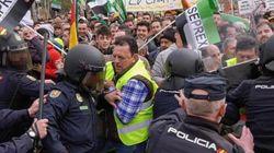 Una protesta de los agricultores extremeños acaba con varios heridos y cargas
