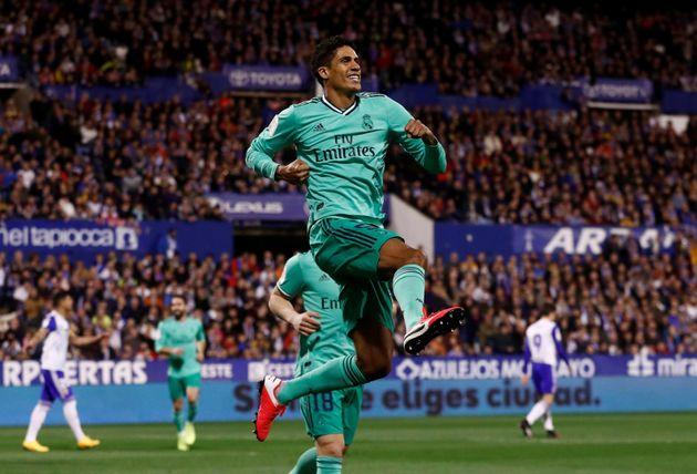 Varane celebra el primer gol del