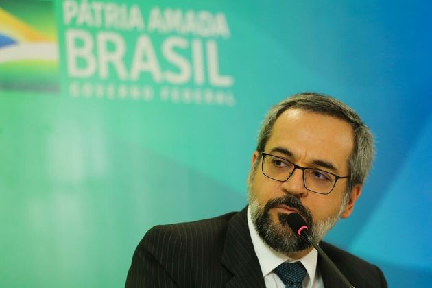 Antes da sequência de erros, ministro da Educação, Abraham Weintraub, afirmou que...