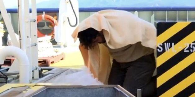Έλληνες λιμενικοί βάζουν Τούρκο δουλέμπορο να δει τα πτώματα τριών
