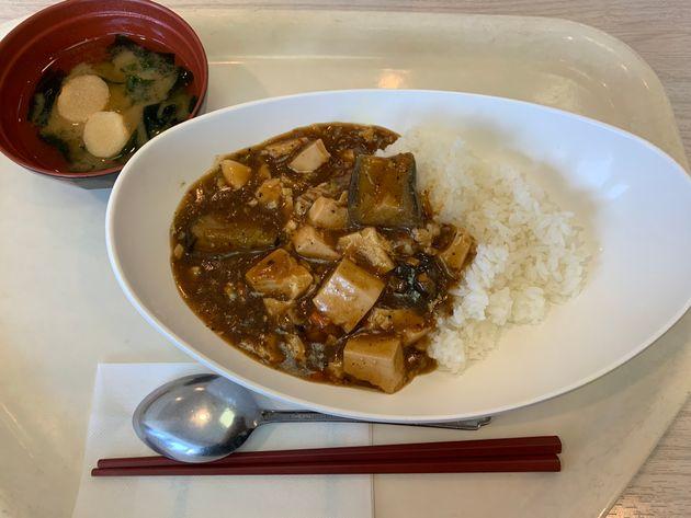 NTTデータでは社員食堂でベジタリアンメニューを提供している。写真はある日のメニューで「茄子と豆腐の麻婆丼」