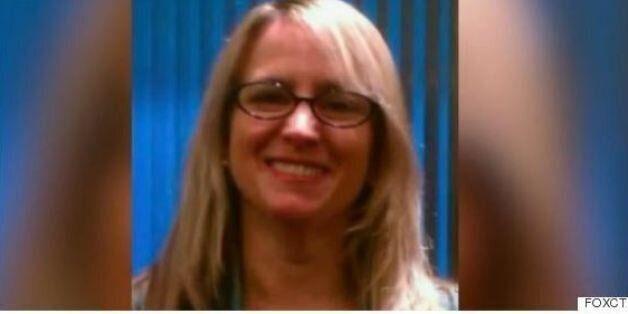 ΗΠΑ: Γυναίκα μηνύει τον ορφανό ανιψιό της για μια αγκαλιά που της έσπασε τον