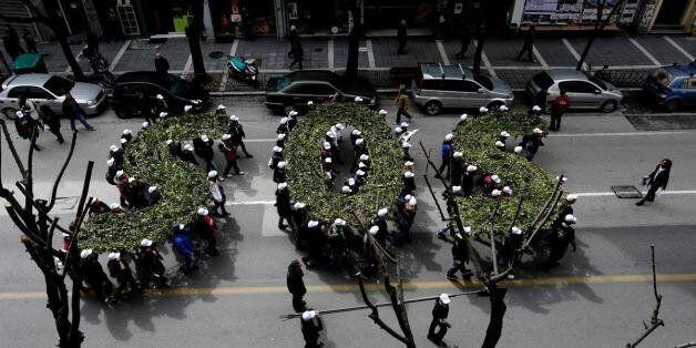 «Καυτή» ημέρα στην Αθήνα - Κλίμα... Σκουριών στην πρωτεύουσα με παράλληλες