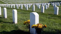 ΗΠΑ: Στόλιζε τον τάφο της πεθεράς του όταν τον καταπλάκωσε η ταφόπλακα και