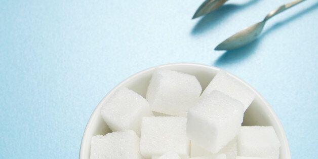 Πρέπει να μειώσουμε την κατανάλωση της ζάχαρης στο μισό, τονίζει ο Παγκόσμιος Οργανισμός