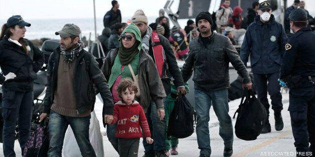 Καρέ καρέ η επέμβαση των ΟΥΚ για τη διάσωση των μεταναστών στην
