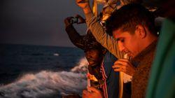 El Open Arms busca un puerto en Europa para poder desembarcar a las 282 personas que lleva a
