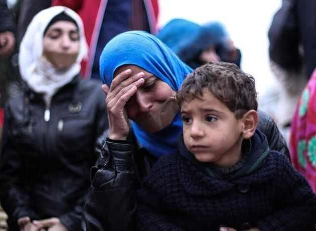 Συγκέντρωση διαμαρτυρίας Σύριων στο Σύνταγμα. Έκλεισαν τα στόματα τους με