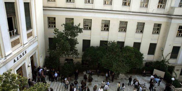 «Τα Πανεπιστήμια εξαναγκάζονται να υποβάλουν πλασματικούς