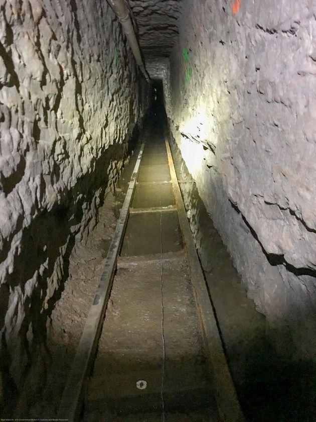 Scoperto tunnel da record dei narcos, oltre 1,3 km da Tijuana a San Diego