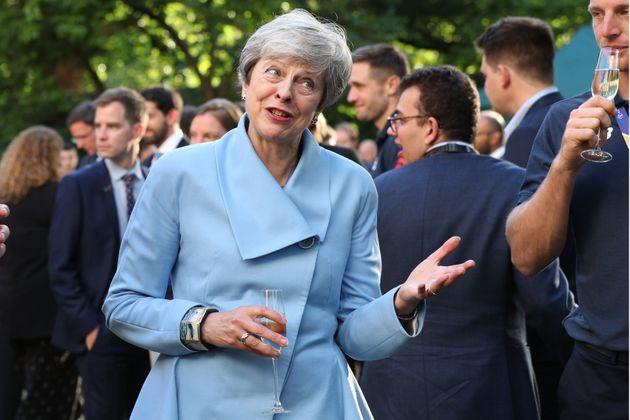 Theresa May, en una recepción a deportistas en Downing Street, el 15 de julio de 2019, su último...